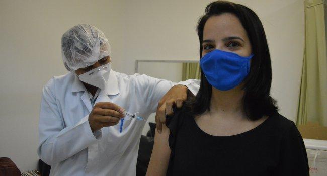 Colaboradores do Ceir recebem primeira dose da vacina contra a covid-19