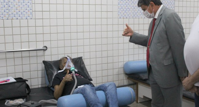 Governador ressalta importância do trabalho da Unidade de Reabilitação Pós-Covid-19